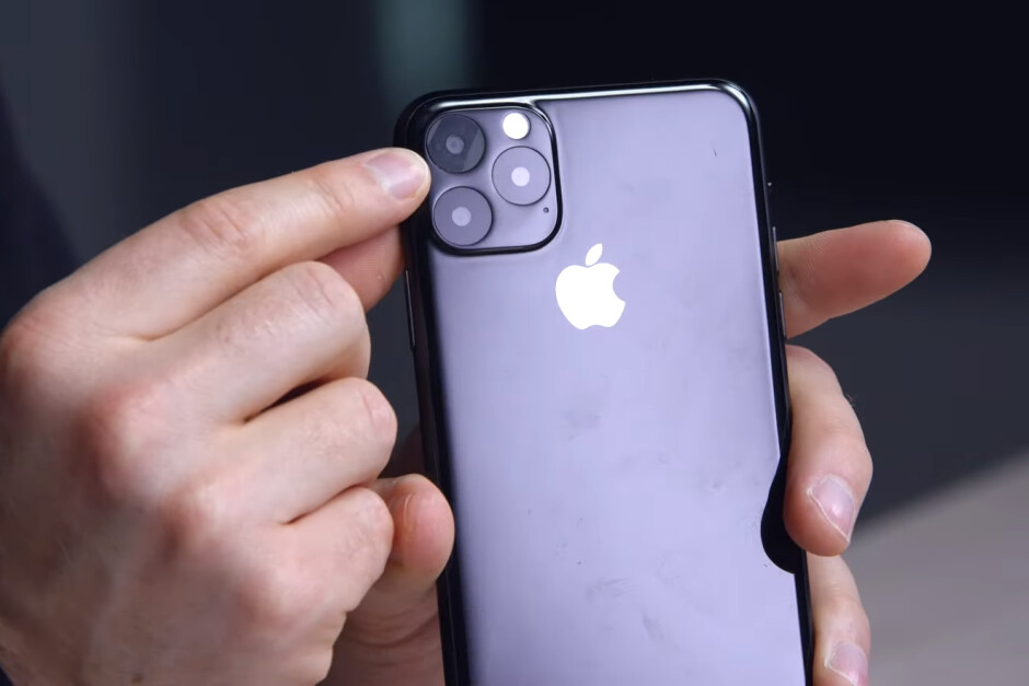 iPhone 11 Max dummy unit - Apple iPhone 11 suppliers are reporting low component orders