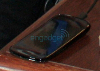 Google Nexus S new picture surfaces, confirms concave form