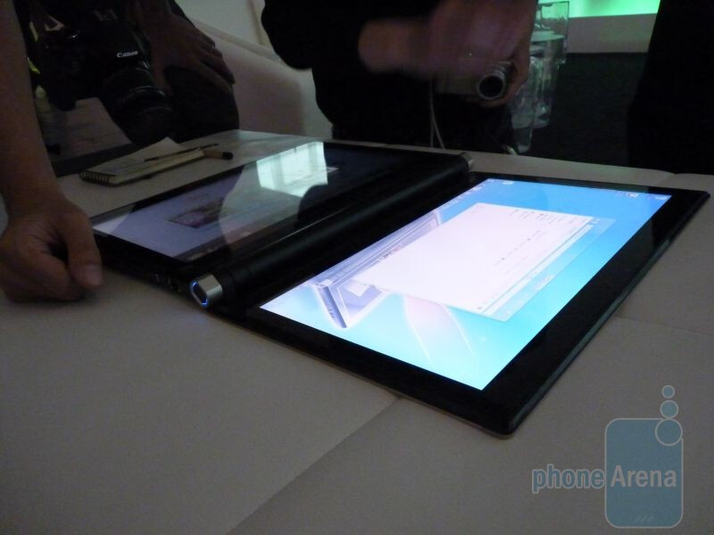 Dual-screen Acer ICONIA. - Acer unveils its line of tablet offerings in New York City