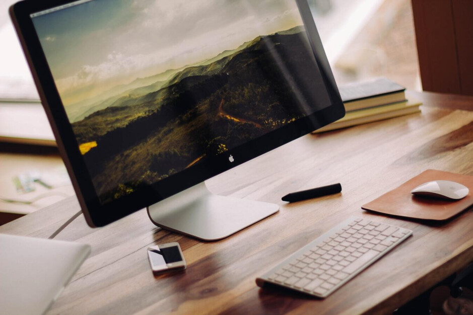 A common workstation setup - Samsung and Microsoft team up to compete with Apple's ecosystem