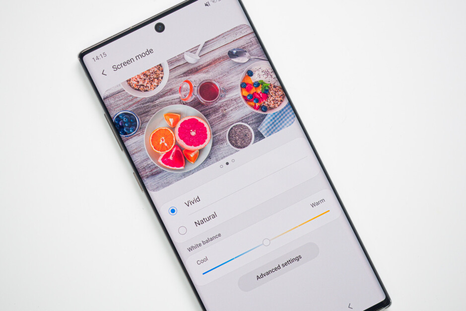Even in perfect conditions there's a slight darkening at the edge of the display - Now that we have two Galaxy Notes, can we get one with a flat display?