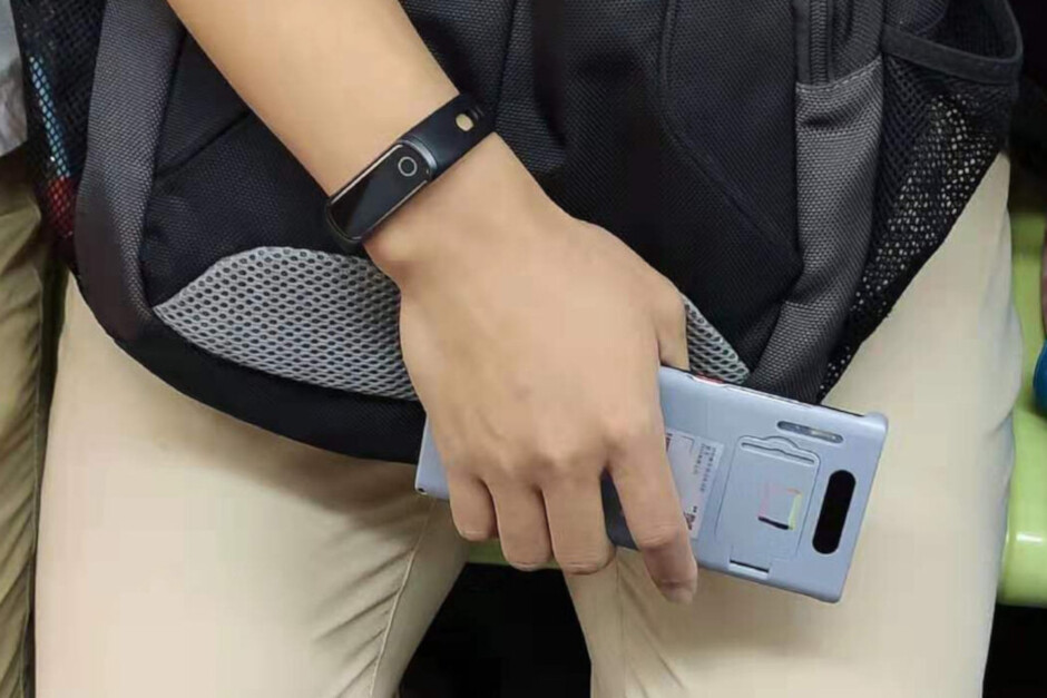 The circular camera module on the back of the Huawei Mate 30 Pro was disguised by a special case during a recent outing - Huawei Mate 30 and Mate 30 Pro to be unveiled on September 19th
