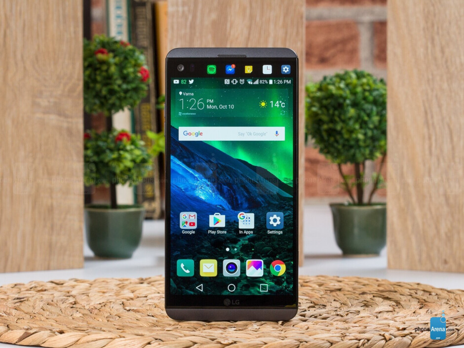 Yes, that's a small screen on top of the big one of the good old LG V20 - I'm excited about LG's next flagship and I don't really know why