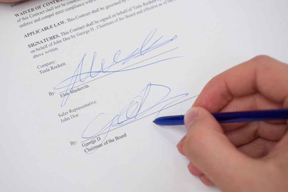 Signing contracts with your S Pen like a boss - Where can Samsung go next with the S Pen?