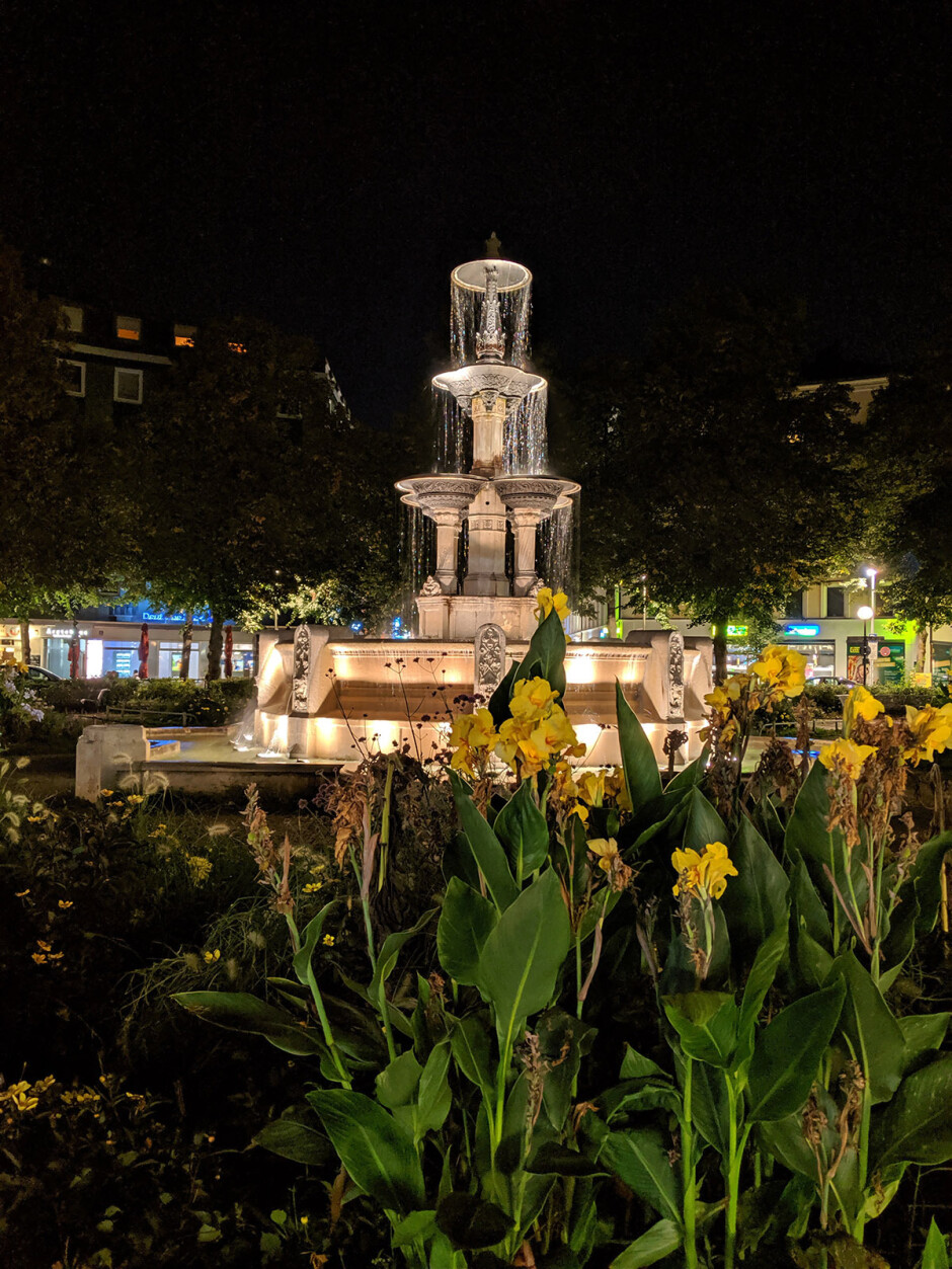 Pixel Night Mode On - iPhone 11 Pro vs Galaxy Note 10 Plus vs Google Pixel 3: NIGHT Mode Camera Comparison