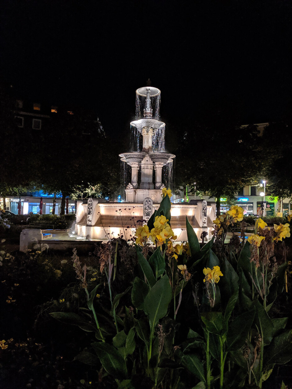 Pixel Night Mode Off - iPhone 11 Pro vs Galaxy Note 10 Plus vs Google Pixel 3: NIGHT Mode Camera Comparison