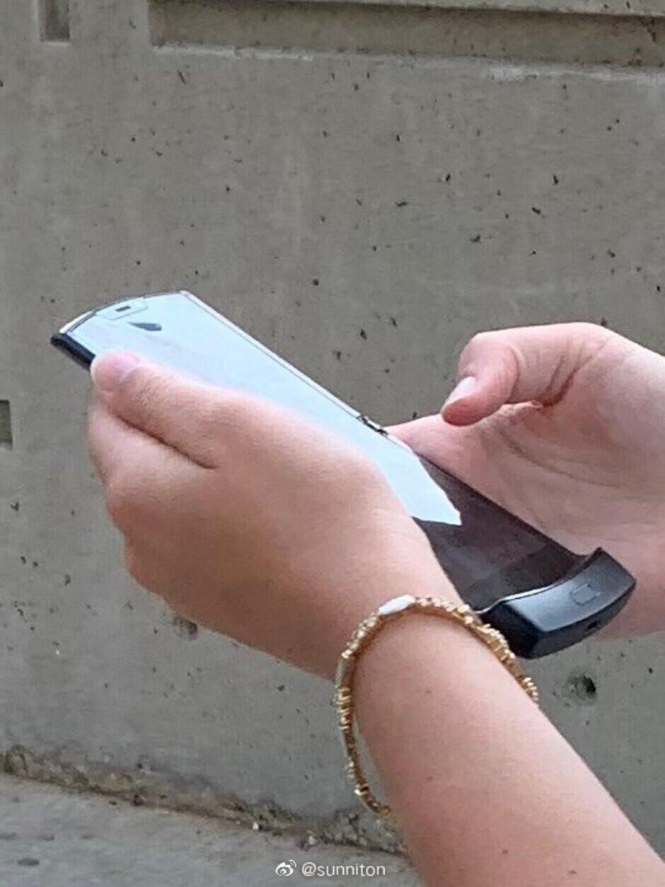 First Motorola Razr hands-on image leaks alongside press images