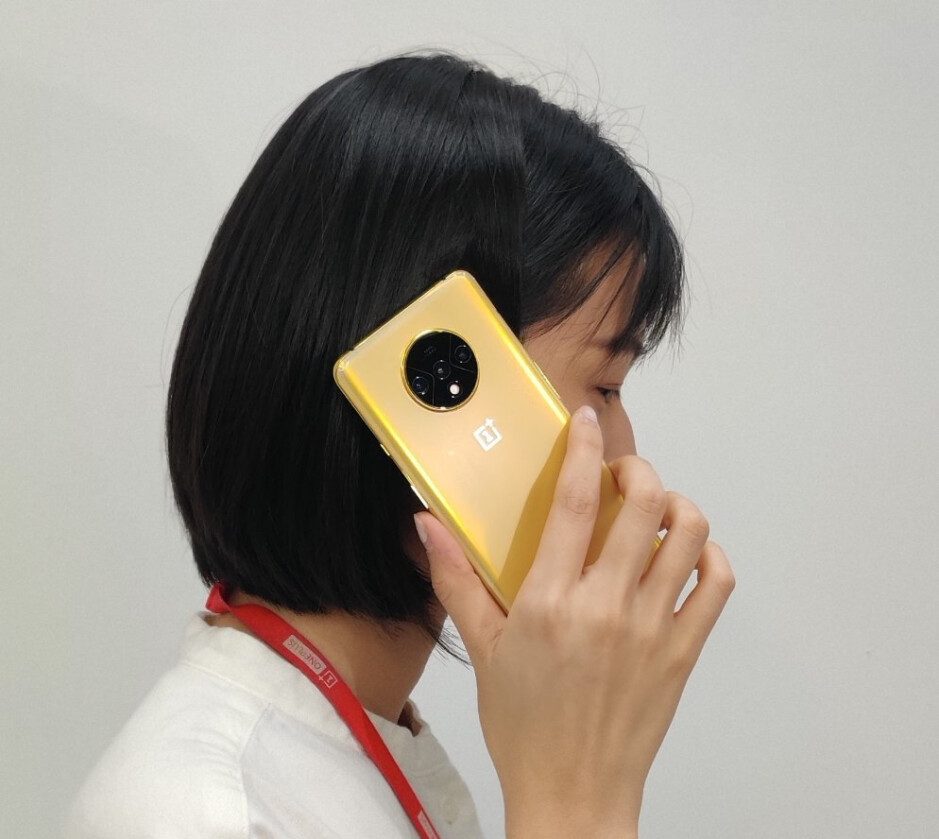 Take a look at this prototype OnePlus 7T in gold