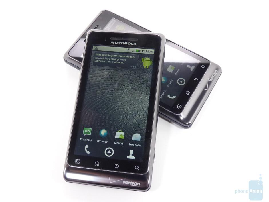 Motorola DROID 2 Global (right, top) and Motorola DROID 2 (left, bottom) - Motorola DROID 2 Global Hands-on