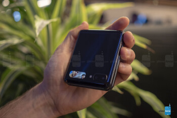 Samsung Galaxy Z Flip hands-on: clicking with the foldable clique