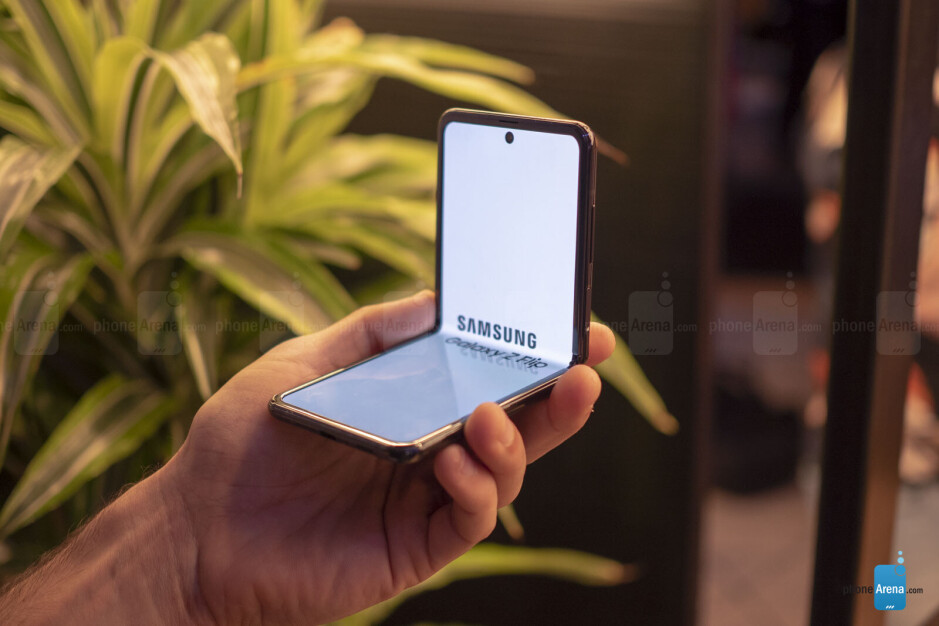 Samsung Galaxy Z Flip hands-on review: clicking with the foldable clique