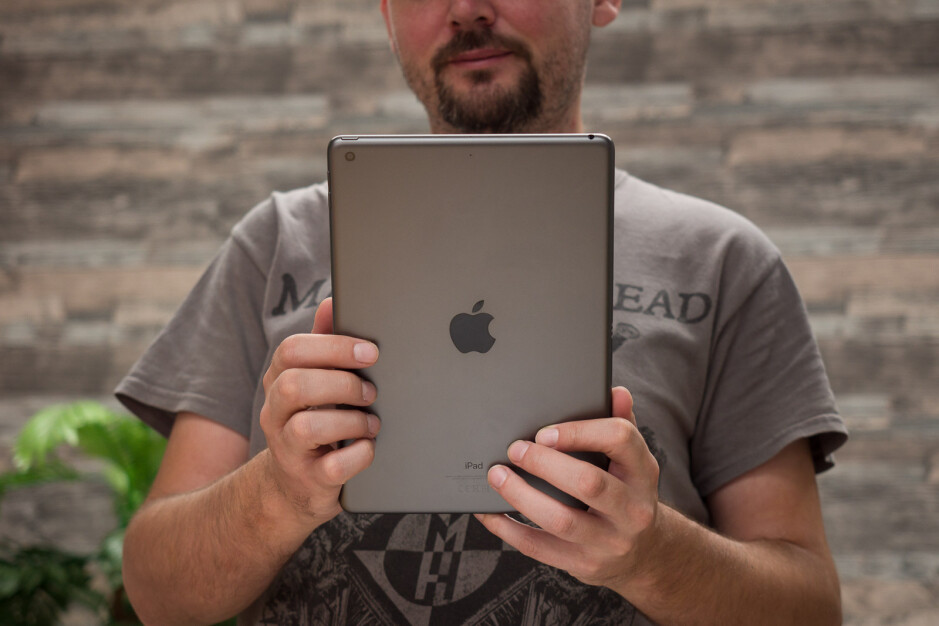 This Sky Mobile deal gives you the chance to save big on the 128GB iPad 7
