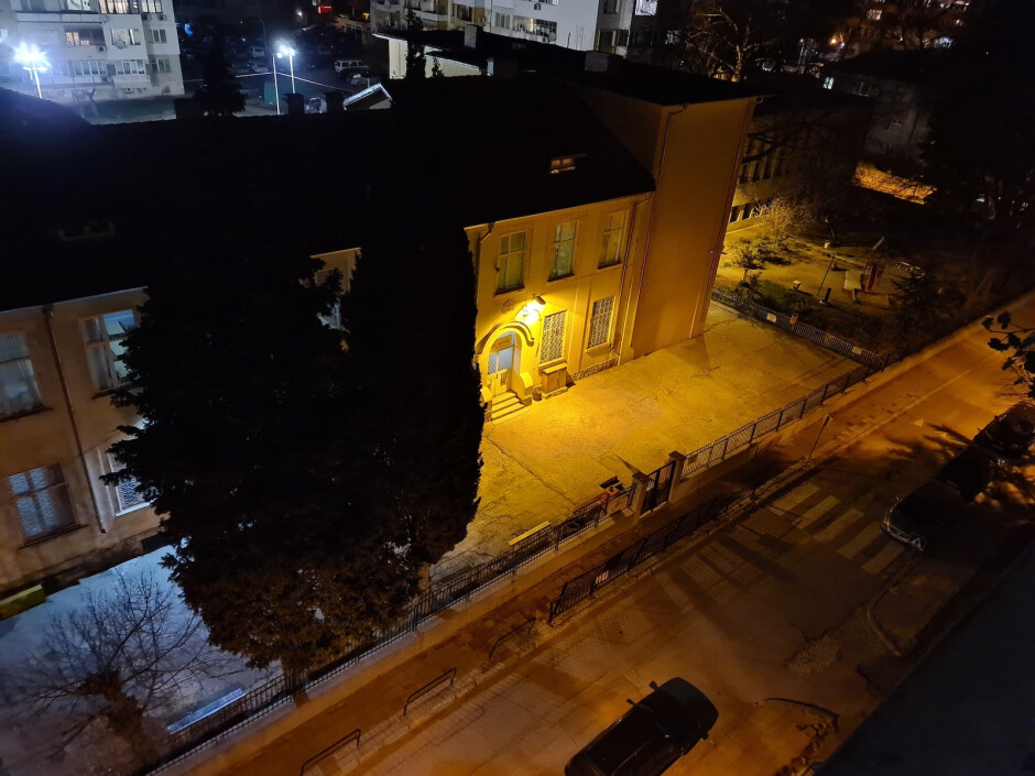 Samsung Galaxy S20 Ultra - Huawei P40 Pro vs Samsung Galaxy S20 Ultra vs iPhone 11 Pro Max camera comparison: low light and night mode
