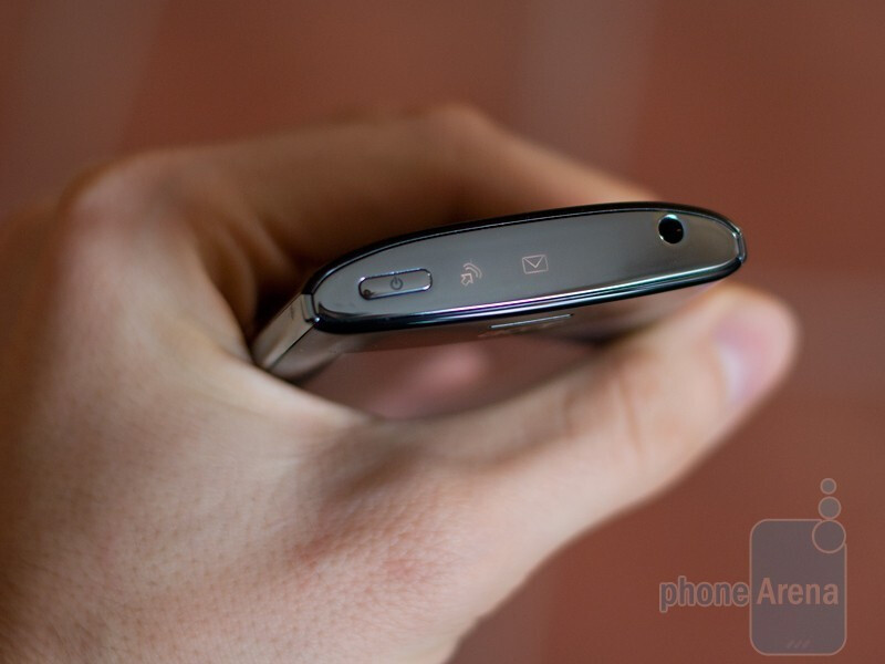 LED-lit icons for missed calls and new messages - Acer Liquid Metal Hands-on