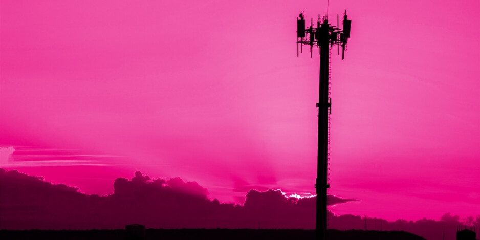 Woody Harrelson promotes conspiracy theories linking the coronavirus to 5G wireless signals - Vandals in China and the U.K. destroy cell towers after theories link 5G to COVID-19