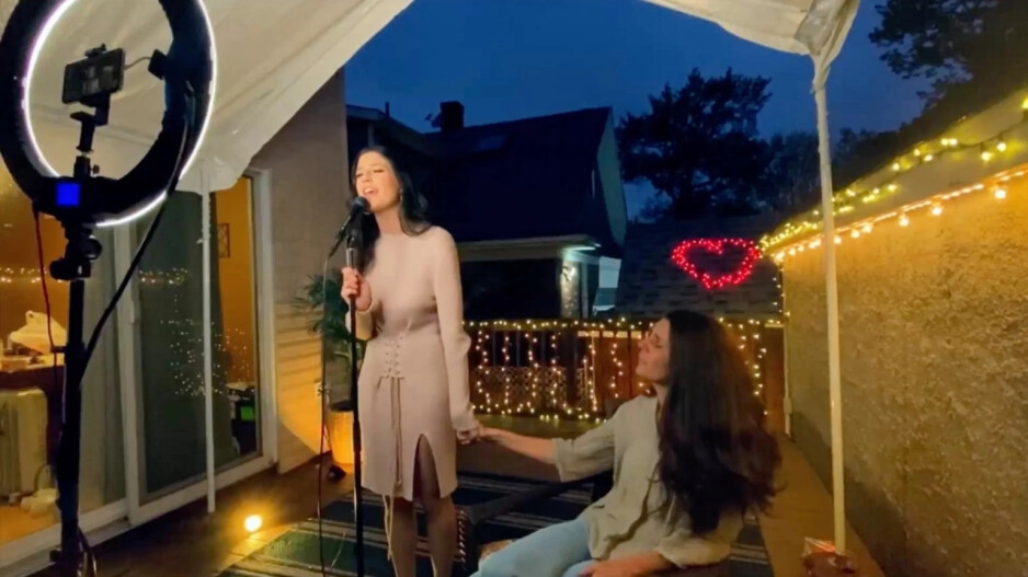 American Idol contestant broadcasts live from her house using an iPhone 11 Pro - The Apple iPhone is the beneficiary of a huge change in the television industry