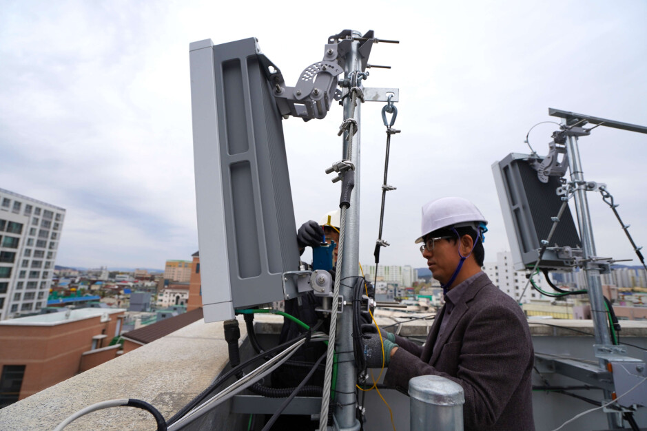 Ericsson engineers installing 5G radios in South Korea - Ericsson shows leadership in the 5G networking equipment market