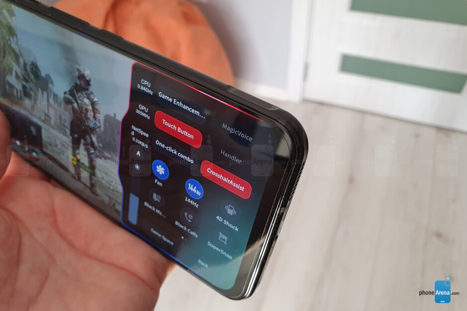 Shoulder buttons make headshots easy - Best smartphone for gaming: how to pick one?