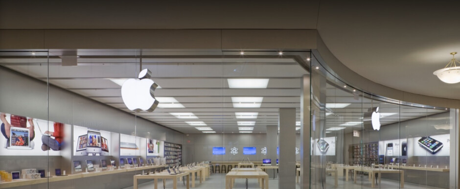 The Apple Store in Aventura Florida, one of the locations temporarily closed by Apple - With COVID-19 cases on the rise, 14 more Apple Stores are shut in Florida