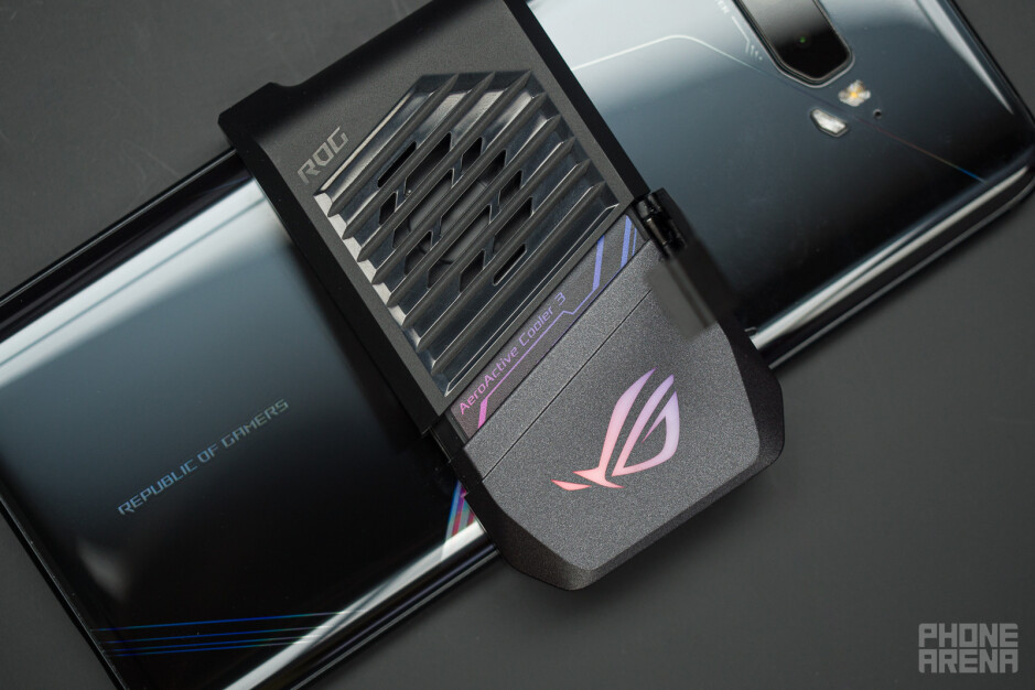 The AeroCooler fan - Asus announces the ROG Phone 3 5G: the gamer superphone
