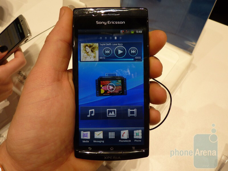 Sony Ericsson Xperia arc Hands-on | PhoneArena reviews