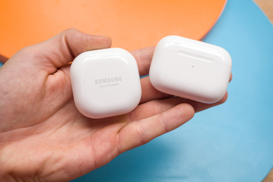 To the left is the Galaxy Buds Live case and to the right we have the AirPods Pro case - Samsung Galaxy Buds Live vs AirPods Pro