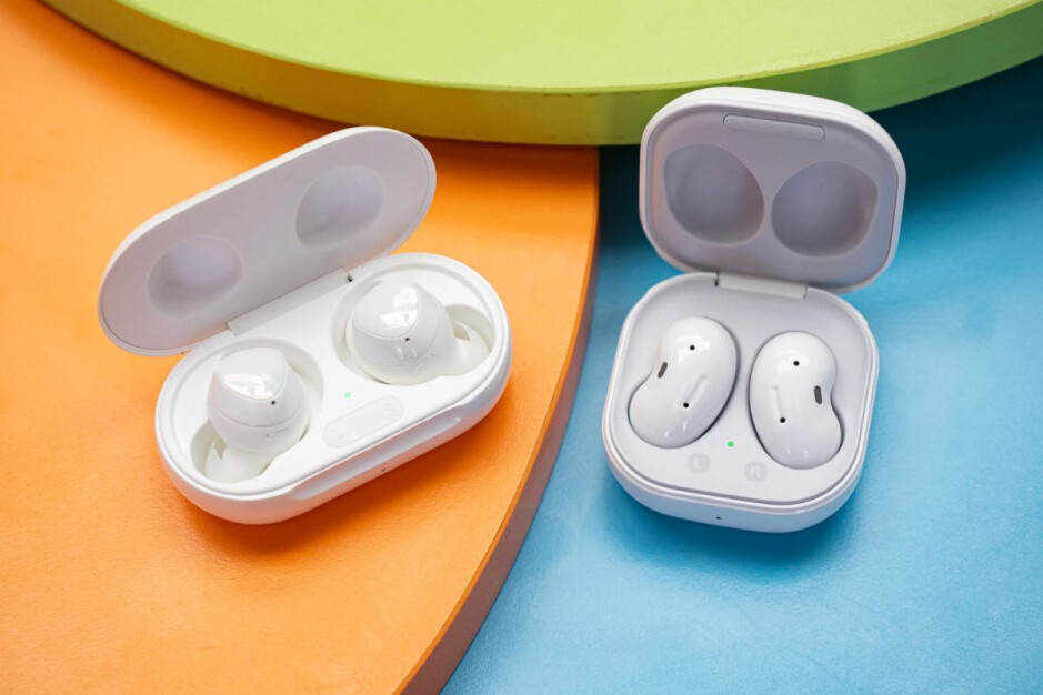 Samsung Galaxy Buds+ (left), Galaxy Buds Live (right) - Samsung can be proud of the early Galaxy Watch 3 and Galaxy Buds Live sales results