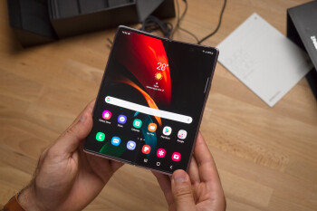 Samsung Galaxy Z Fold 2 Unboxing and Hands-on