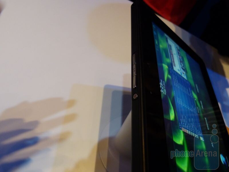 Visually, the BlackBerry PlayBook is neither overly impressive or dismal - RIM BlackBerry PlayBook Hands-on