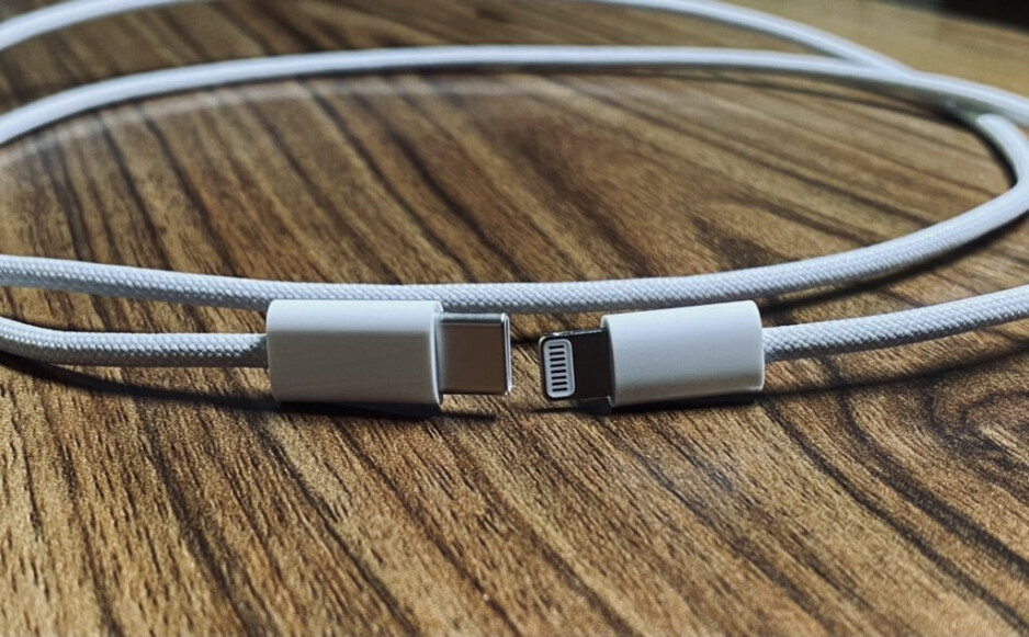 The Apple iPhone 12 series should come with a braided Type-C to Lightning cable in the box - Photos claim to show high-end battery accessory for the 5G Apple iPhone 12 series