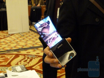 Samsung shows off its flexible OLED displays