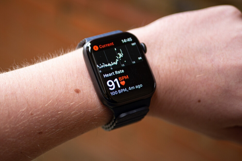 Apple Watch Series 6 - The Samsung Galaxy Watch 4 and Apple Watch Series 7 could bring a major breakthrough this year