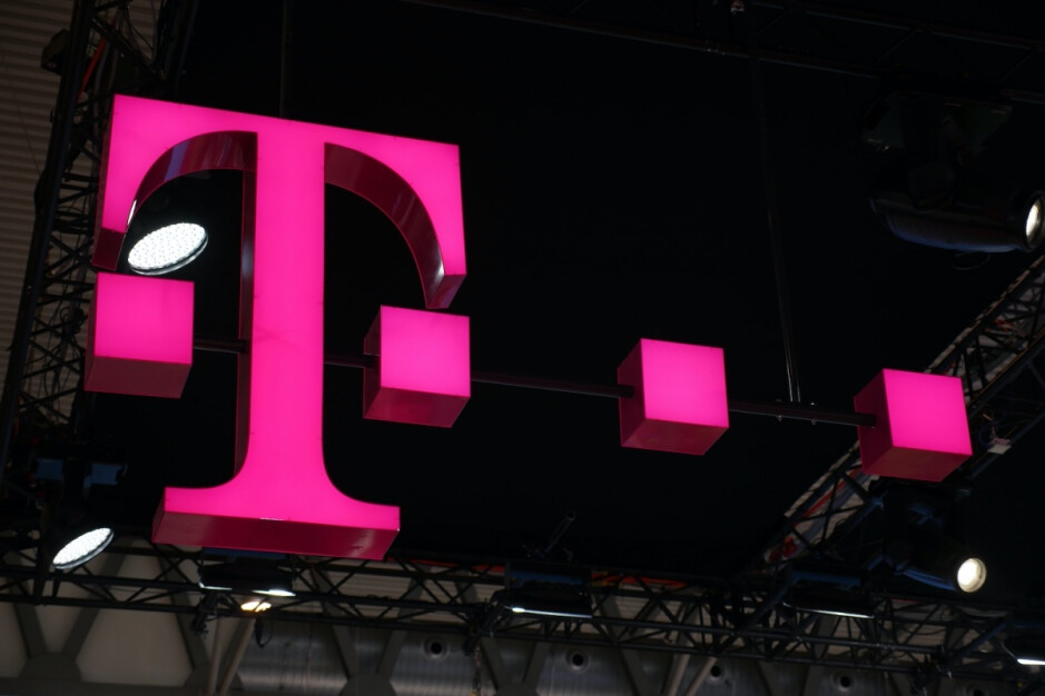 T-Mobile is ready to throw free lines at (almost) everybody for the first time in 2021