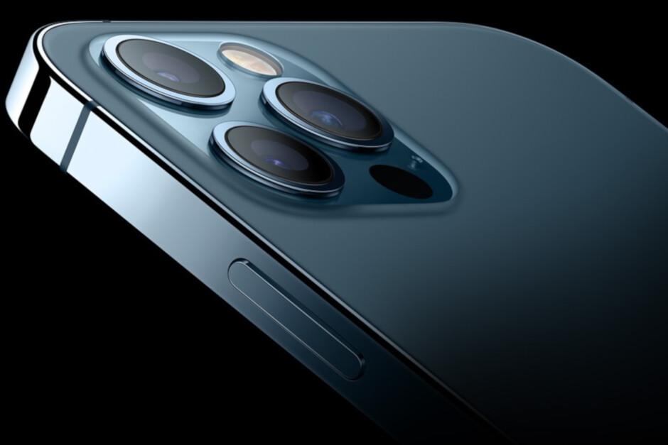 O Apple iPhone 12 Pro Max foi o iPhone mais bem classificado da Consumer Reports em 2021 - a Consumer Reports nomeia seus telefones iOS e Android com a melhor classificação;  ambos suportam 5G