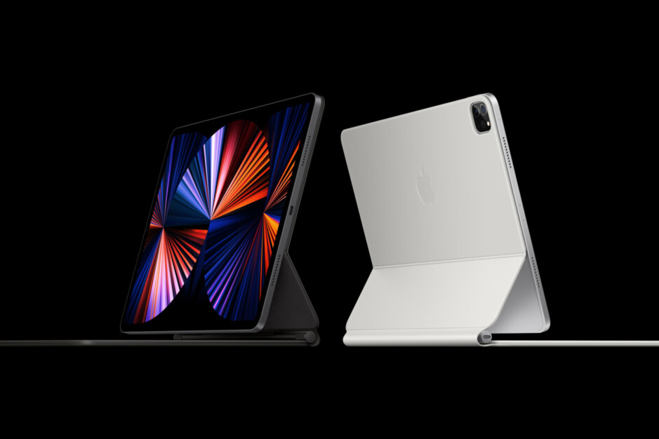 iPad Pro 2021 with the Magic Keyboard - iPad Pro (2021) colors: Silver vs Space Gray