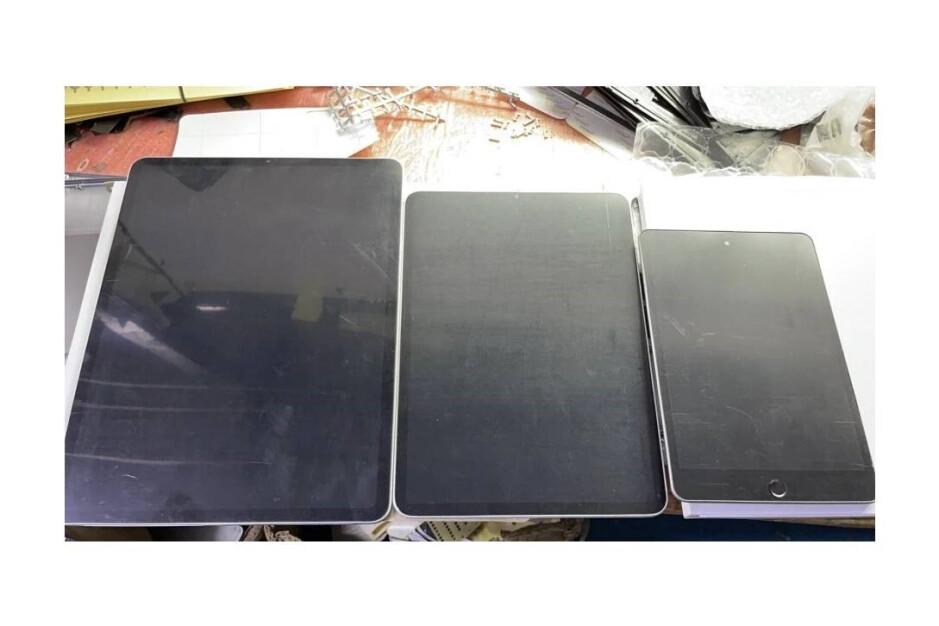 Alleged iPad mini 6 dummy unit (far right) - The iPad mini 5G adopts design elements from the iPad Pro: scoop