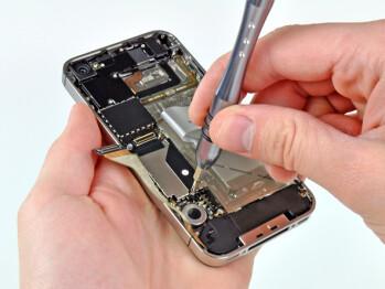 Teardown of Verizon's iPhone 4 shows some interesting details