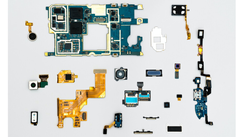 Californian goes to prison for smuggling fake iPhone parts
