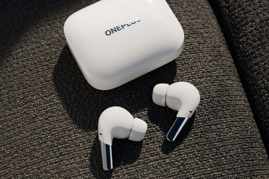 OnePlus Buds Pro are here: sleek design and adaptive noise cancellation at low price