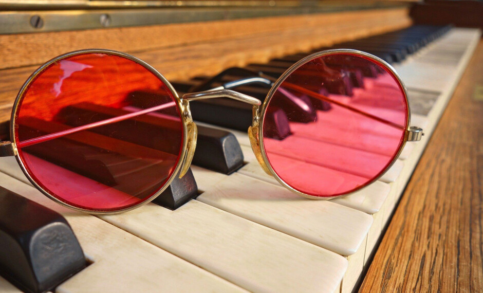 Should we keep our pink glasses on? - Blurred vision - how smartphone image processing bends our reality