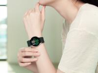 F0203-Fresh-Product09galaxywatch4handsonpinkgoldH