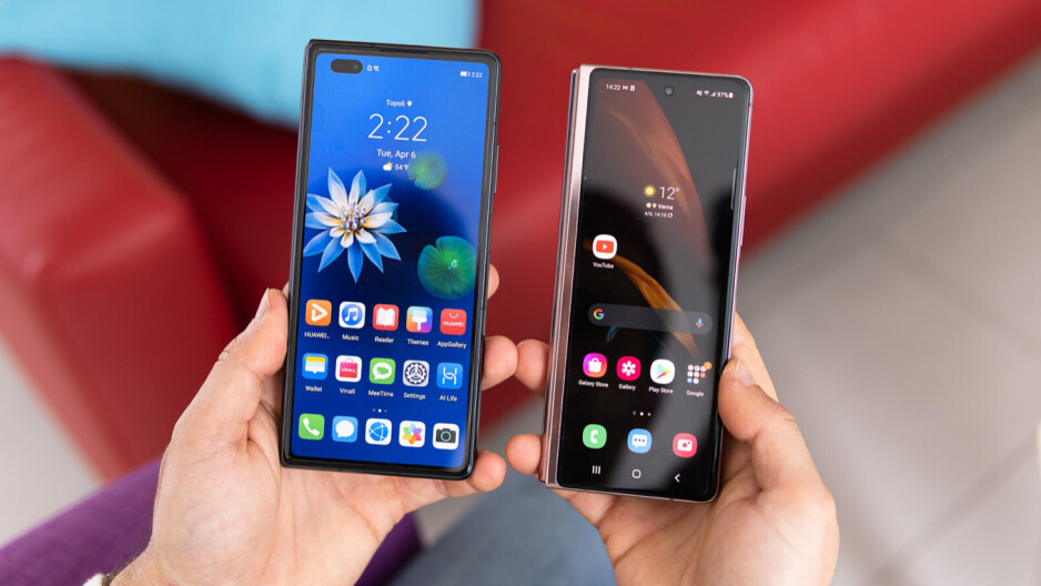 7 months after it was released, the Huawei Mate X2 still looks like a next-gen device next to Samsung's Z Fold 3, which isn't all that different from the Z Fold 2. - Galaxy Z Fold 3: Samsung's worst flagship phone since Note 7 & Note 20 becomes a better tablet