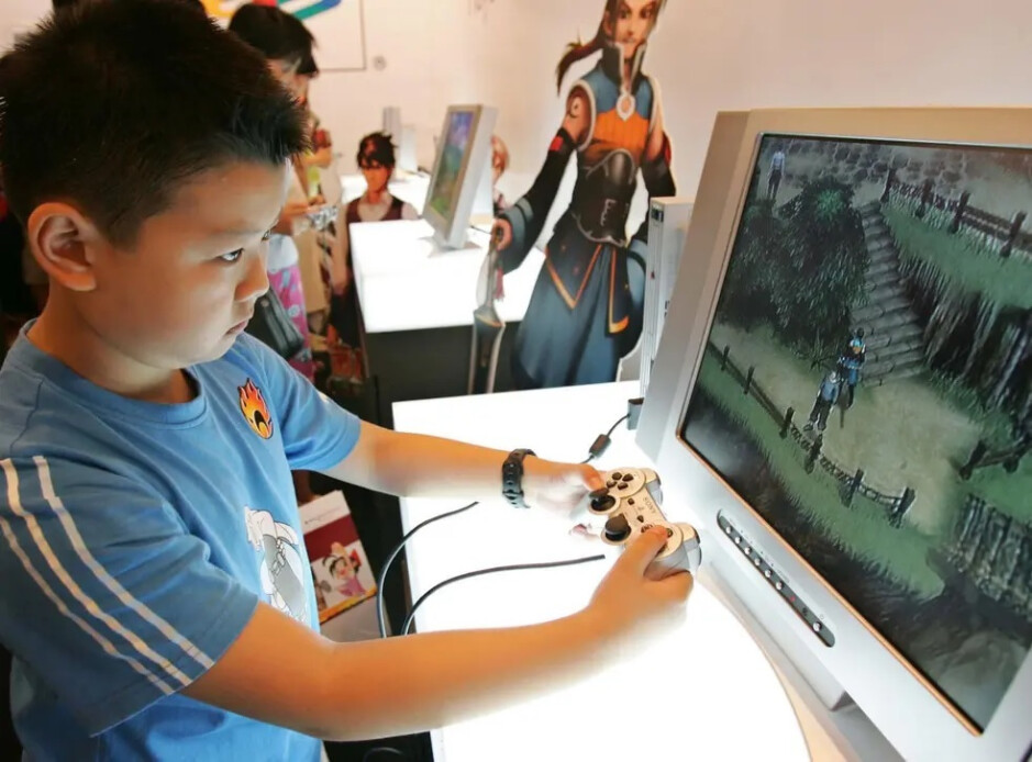 China stops licensing video games temporarily in order to fight teen video game addiction - China's move to fight video game addiction will hurt Apple and Google in their pocketbooks
