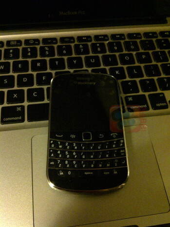 The BlackBerry Bold Touch (R) has a QWERTY keyboard similar to the one on the Bold 9000