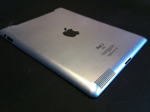Note the speaker grille on the bottom left with the dock connector at the middle of the bottom - New pictures of Apple iPad 2 leak