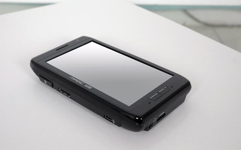 AdvanceTC working on a 4.8-inch Atom-powered tabletphone