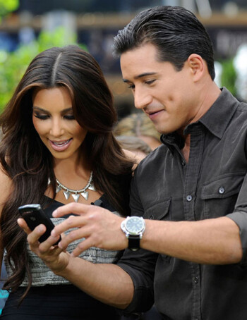 Mario Lopez entertains Kim Kardashian with his BlackBerry Torch