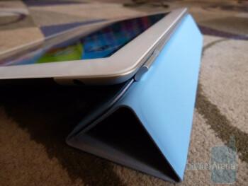 Apple iPad 2 Smart Cover Demonstration