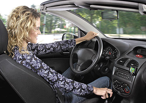 Parrot introduces three Bluetooth car kits at CES