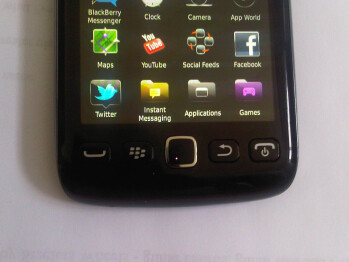 New photos of BlackBerry Monza available, different buttons on the front showed